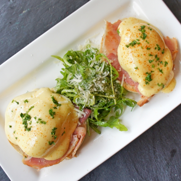 Eggs Benedict with Roasted Ham